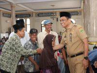 Bupati Barru Serahkan Zakat, Infak dan Sedekah di Mesjid Mattirowalie