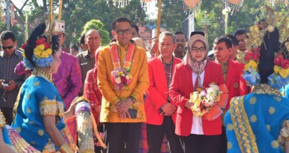 Nurdin Abdullah menghadiri Percepatan pencegahan anak kerdil (Stunting), yang dirangkaikan dengan Dies Natalis Unhas Makassar ke 63 tahun, di Rujab Bupati Bone