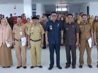 Penyerahan SK Kenaikan Pangkat di Aula Lantai 6 Kantor Bupati Barru, Selasa (03/09/19).