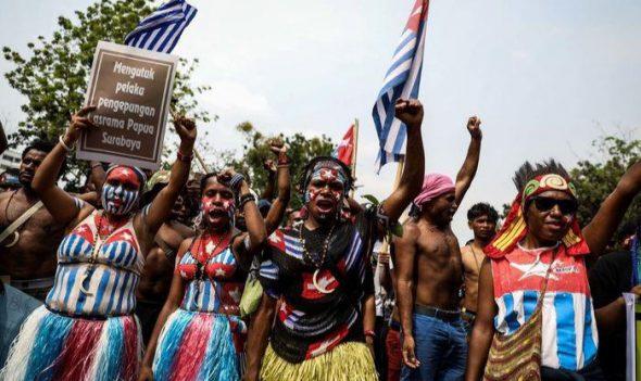 Warga melakukan aksi unjuk rasa menyikapi peristiwa rasisme terhadap mahasiswa Papua di Malang dan Surabaya.