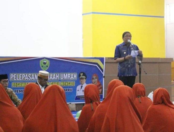 Wakil Bupati Barru Ir. H. Nasruddin, resmi melepas jama'ah umrah pegawai Syara' dan guru mengaji Pemerintah Kabupaten (Pemkab) Barru Tahun 2019 di Ruang Pola Kantor Bupati Barru, Kamis (26/9/2019).