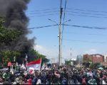 Ribuan mahasiswa yang tergabung dari berbagai Kampus di Kota Makassar menggelar aksi demonstrasi di depan Kantor DPRD Sulsel, Jalan Urip Sumoharjo, Selasa (24/9/2019).