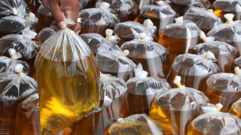 Minyak goreng curah di pasar Foto: Antara Foto