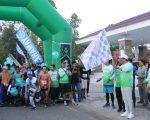 Bupati Barru Ir. H. Suardi Saleh melepas peserta lomba lari Happy First Anniversary Run 5K Barru Runners