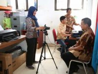 Sidak di Kecamatan Tamalate, Iqbal Suhaeb Buat E-KTP Baru