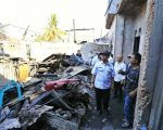 M Iqbal Samad Suhaeb mengunjungi lokasi kebakaran di Kecamatan Mariso.
