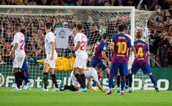 Tendangan Bebas Lionel Messi Berhasil Membobol Gawang Sevilla
