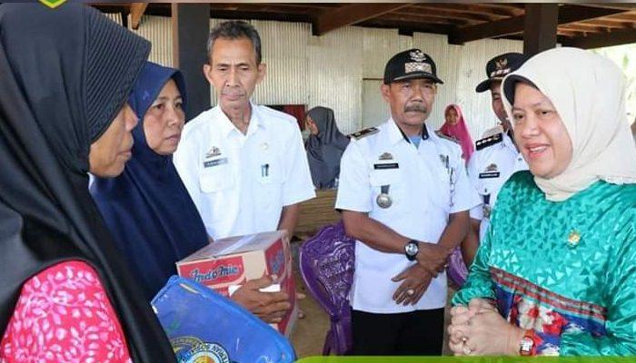 Anggota DPR RI Hasnah Syam Santuni Korban Kebakaran di Barru