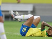 Neymar mengalami cedera ketika membela Brasil dalam laga persahabatan kontra Nigeria