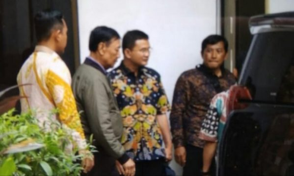 Menkopolhukam Wiranto keluar dari RSPAD Gatot Soebroto Jakarta