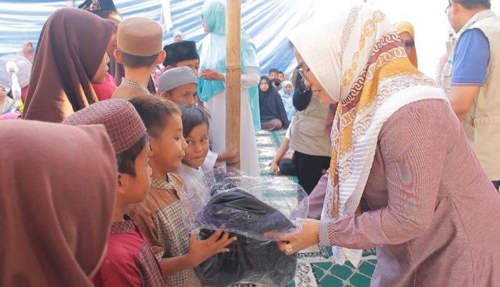 Lies F. Nurdin Bagikan 95 Al-Quran untuk Komunitas Ayo Mengaji Rappocini