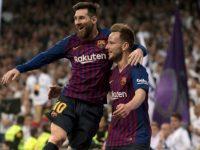 Lionel Messi dan Ivan Rakitic merayakan gol Barcelona (c) AFP