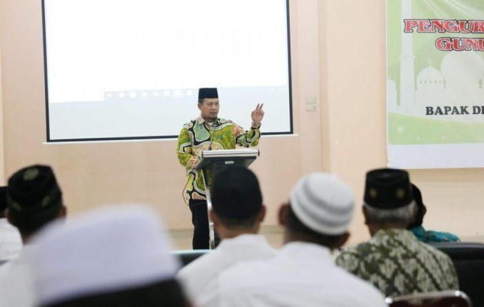 Iqbal Suhaeb Lantik Pengurus Masjid Besar Al-Abrar Gunungsari Baru