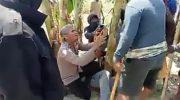 Viral Video Kapolsek di Pinrang Bersimpuh di Depan Massa yang Bawa Parang dan Balok