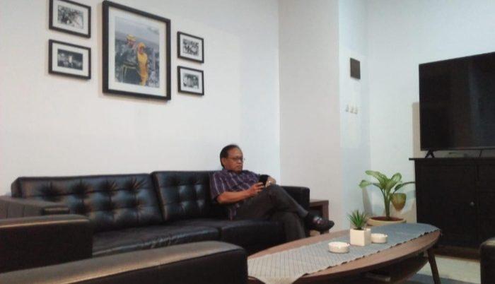 """Kenang Almarhum IYL, JSI """"Branding"""" Ruangan Kantornya Gambar Punggawa"""
