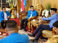 Pengurus KNPI Sulsel menemui Gubernur Sulsel di rumah jabatannya, Jumat, (29/11/2019).