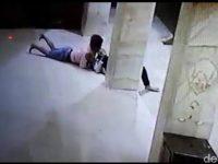Sepasang kekasih Ini Terekam CCTV Lagi Bercumbu Tengah Malam di Teras Masjid