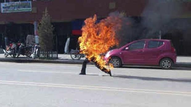 Ilustrasi bakar diri sendiri.