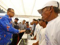 Edhy Prabowo Tatap Muka Bersama 100 Nelayan di Pelabuhan Untia Makassar.