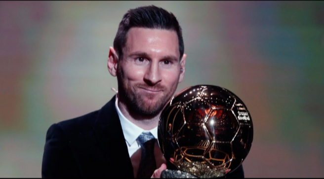 Lionel Messi meraih trofi Ballon d'Or 2019 (c) AP Photo