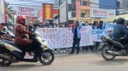 Aksi demonstrasi Mahasiswa STMIK Akba Makassar menolak Surat Keputusan (SK) Drop Out (DO).