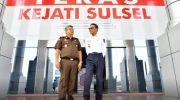 Gubernur Sulsel Prof HM Nurdin Abdullah bersama Kepala Kejati Sulsel.