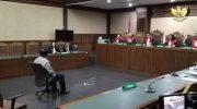 Gubernur nonaktif Kepulauan Riau Nurdin Basirun didakwa menerima gratifikasi senilai Rp 4,22 miliar.