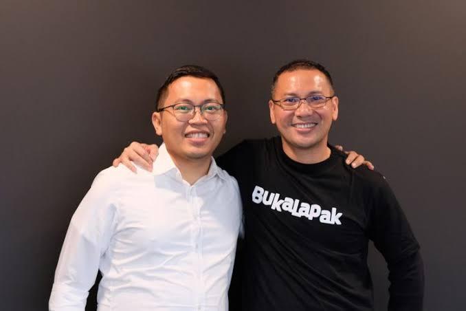 Perintis Bukalapak, Achmad Zaky (kiri) dan CEO baru Bukalapak, Muhammad Rachmat Kaimuddin (kanan).