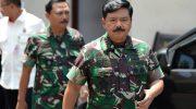 Panglima TNI Marsekal TNI Hadi Tjahjanto (kanan)