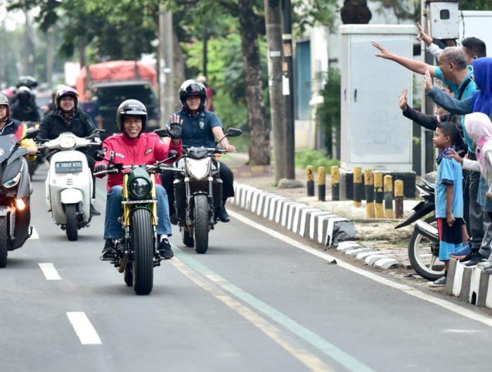 Jokowi naik motor dan tak menyalakan lampu motor (Minggu, 4/11/2018) pukul 06.20 WIB. (Ist).