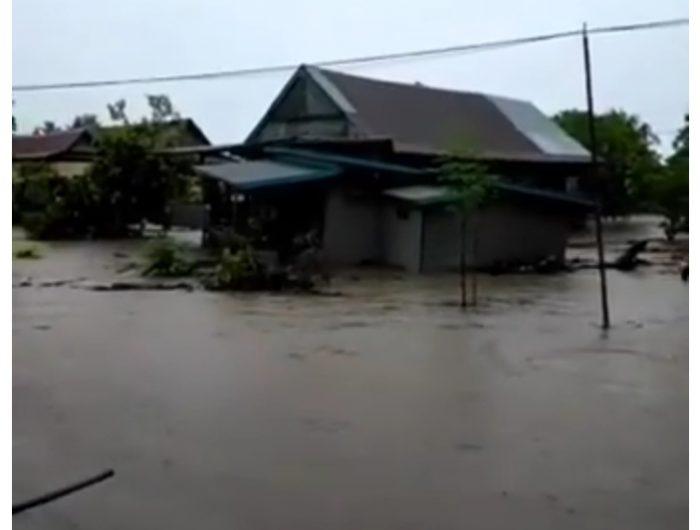 Rumah yang hanyut terbawa banjir