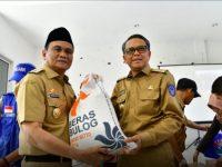 Gubernur Sulsel Beri Bantuan 2 Ton Beras untuk Korban Banjir Barru