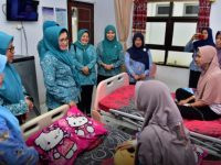Lies F Nurdin Buka Baksos Operasi Celah Bibir di Maros