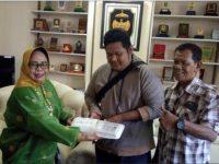 Ketua DPRD Palopo Terima Paket 'Tai' Sapi dari Warganya