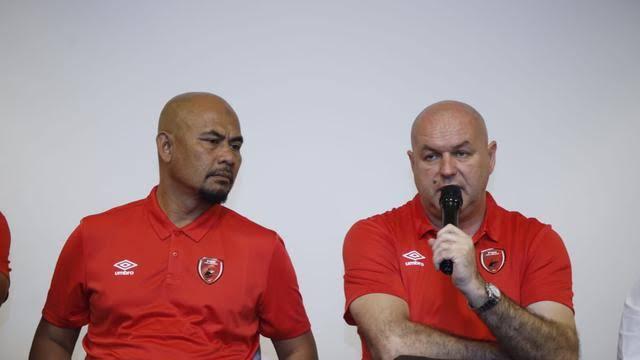 Pelatih PSM Makassar Bojan Hodak (Kiri).
