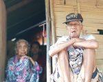 Miris! Pasangan Kakek-Nenek di Maros Hidup di Gubuk 3×3 Meter