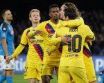 Skuad Barcelona merayakan gol Antoine Griezmann di markas Napoli (c) AP Photo