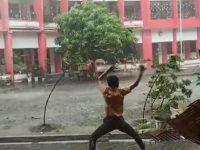 Viral Video Pelajar Bak Avatar 'Kendalikan' Angin dan Hujan.