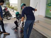 Relawan Hasnah Syam Gelar Penyemprotan Desinfektan