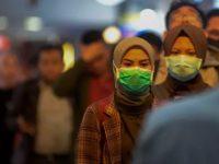 warga gunakan masker untuk cegah virus corona. ©2020 merdeka.com/imam buhori