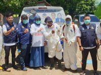 Sejumlah kader NasDem Barru melakukan penyemprotan disinfektan di sejumlah tempat umum, Senin (23/03/2020).