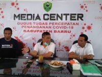 Juru Bicara Penanganan Covid-19 Barru, dr Amis memberikan keterangan pers di Media Center Covid-19 Barru.