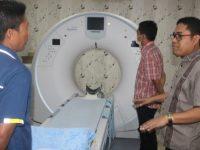 Wakil ketua DPRD Sulbar, Abdul Rahim melakukan kunjungan ke Rumah Sakit Bhayangkara Hoegen Iman Santoso, Rabu (25/3/2020).