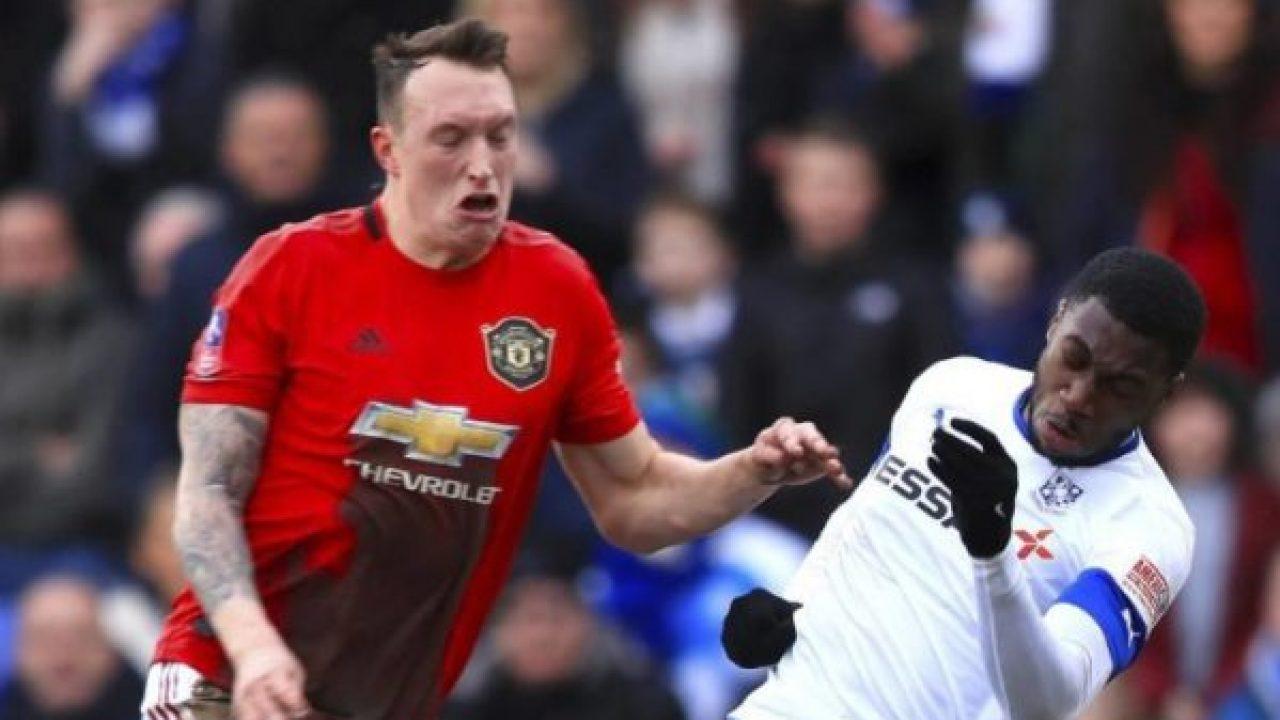 Phil Jones Disarankan Tinggalkan Manchester United