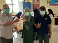 STIKES PH Bulukumba Distribusi Hand Sanitizer Racikan Sendiri ke Puskesmas