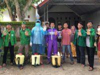 Cegah Covid-19, Mahasiswa KKN UINAM Gelar Penyemprotan Disinfektan di Palampang