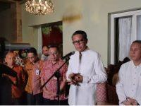 Gubernur Sulsel, Nurdin Abdullah saat konferensi pers di kediamannya di Makassar, Kamis (19/3/2020).