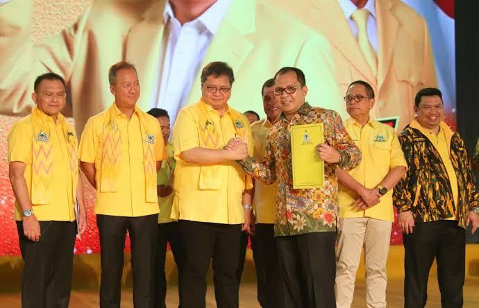 Danny Pomanto Resmi Kantongi Surat Tugas Golkar di Pilwalkot Makassar