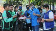 KNPI Sulsel Berbagi Makanan, Hand Sanitizer, dan Masker ke Pengemudi Ojol