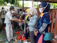 Arum Spink Kerahkan Relawan Bagi Ribuan Masker dan Hand Sanitizer di Bulukumba